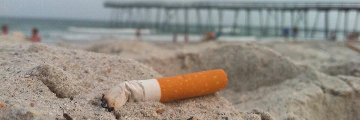 I mozziconi di sigaretta inquinano più della plastica